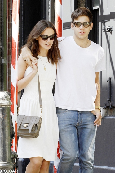 Keira-Knightley-held-onto-her-husband-James-Righton