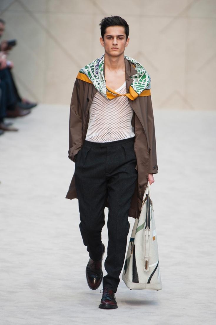 burberry-prorsum-para-hombre-otono-invierno-2014-2015-camiseta-transparente-pañuelo-arte