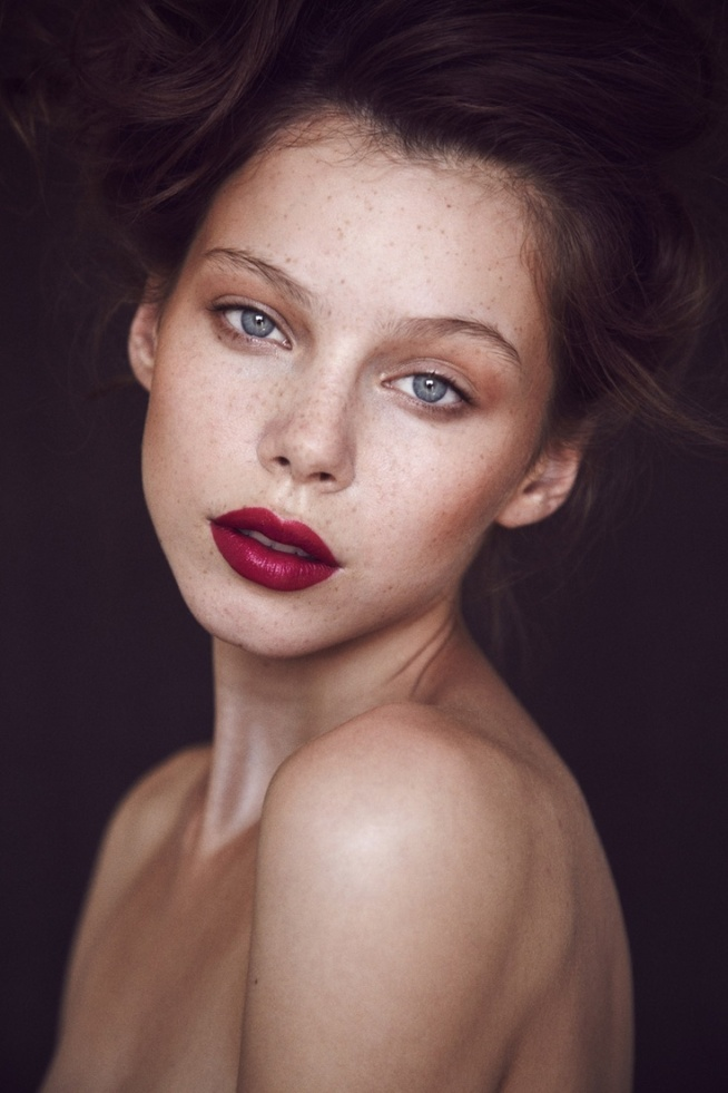 maquillaje-para-navidad-labios-burgundy