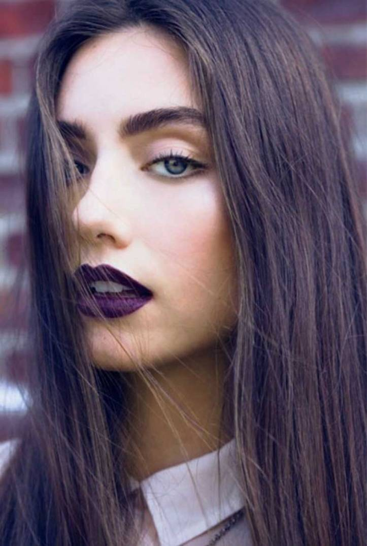 model-dark-lipstick