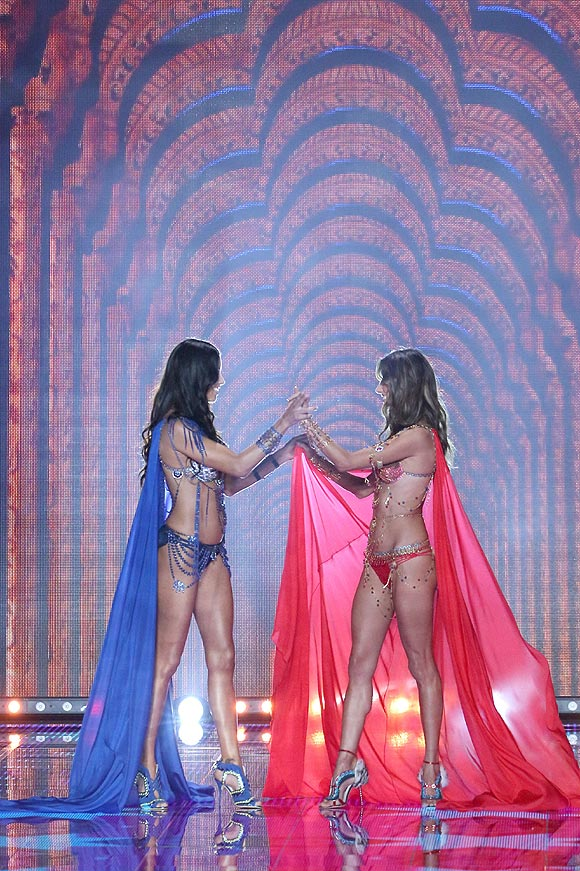 victorias_secret_fashion_show_2014_2_01a