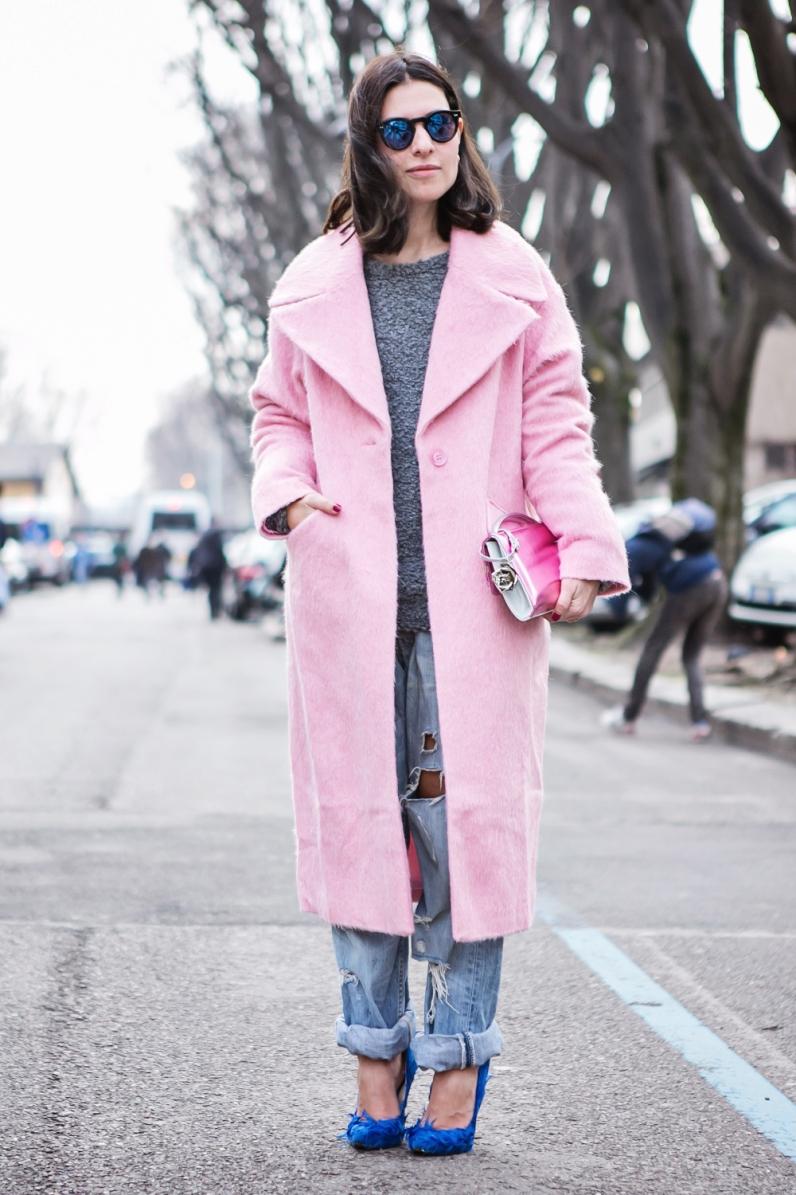 thecablook-darya-kamalova-russian-italian-fashion-blogger-blonde-short-hair-pixie-cut-street-style-milan-fashion-week-mfw-aw14-15-bottega-veneta-knot-clutch-genny-total-look-fashion-show-milan-atos-lombardini-heels-white-jacket-pink-trousers_-40-copy