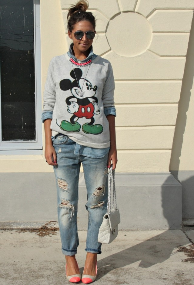 Ripped-Boyfriend-Jeans-For-Women-Street-Style-5