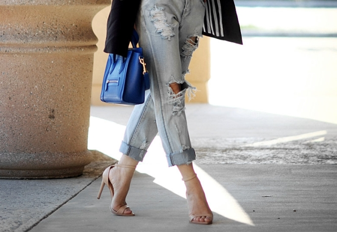 Simple-Casul-with-Distressed-Jeans_17
