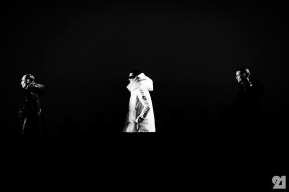8957-Le-21eme-Adam-Katz-Sinding-Backstage-At-Julius-Paris-Mens-Fashion-Week-Fall-Winter-2015-2016_AKS5211