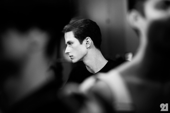 8971-Le-21eme-Adam-Katz-Sinding-Backstage-At-Julius-Paris-Mens-Fashion-Week-Fall-Winter-2015-2016_AKS5406
