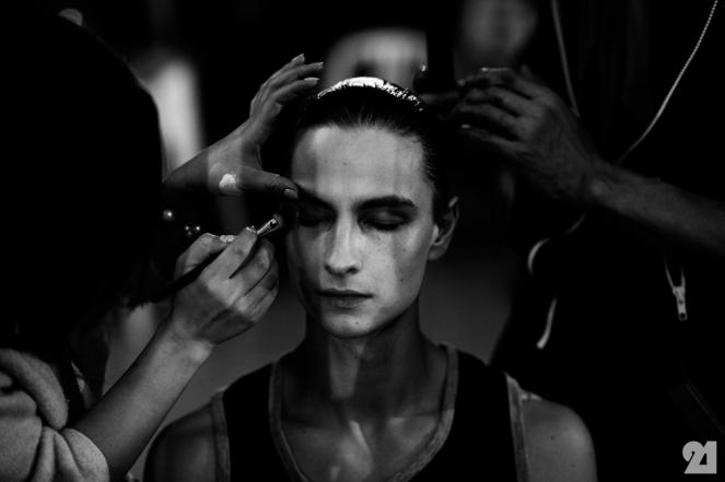 8988-Le-21eme-Adam-Katz-Sinding-Backstage-At-Julius-Paris-Mens-Fashion-Week-Fall-Winter-2015-2016_AKS5290