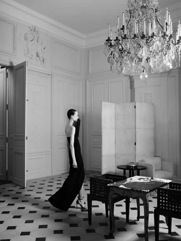 hedi_slimane_reinvente_l_esprit_couture_d_yves_saint_laurent_18_2884.jpeg_north_660x_white