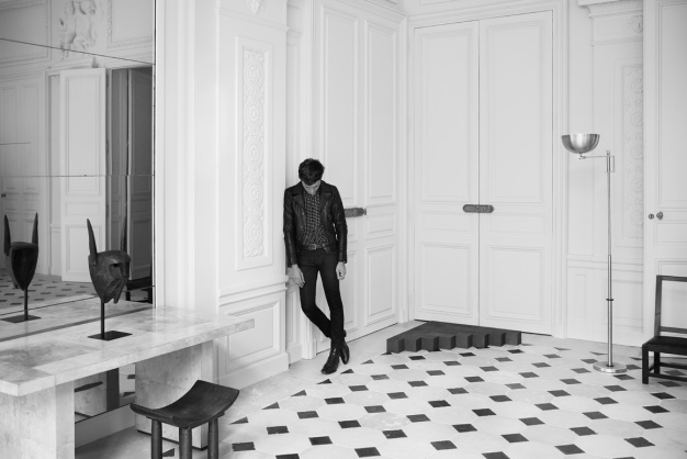 hedi_slimane_reinvente_l_esprit_couture_d_yves_saint_laurent_7666.jpeg_north_1160x_white