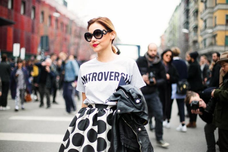 pasarela_celebrities_street_style_tendencia_de_las_camisetas_con_mensaje_victoria-rockera