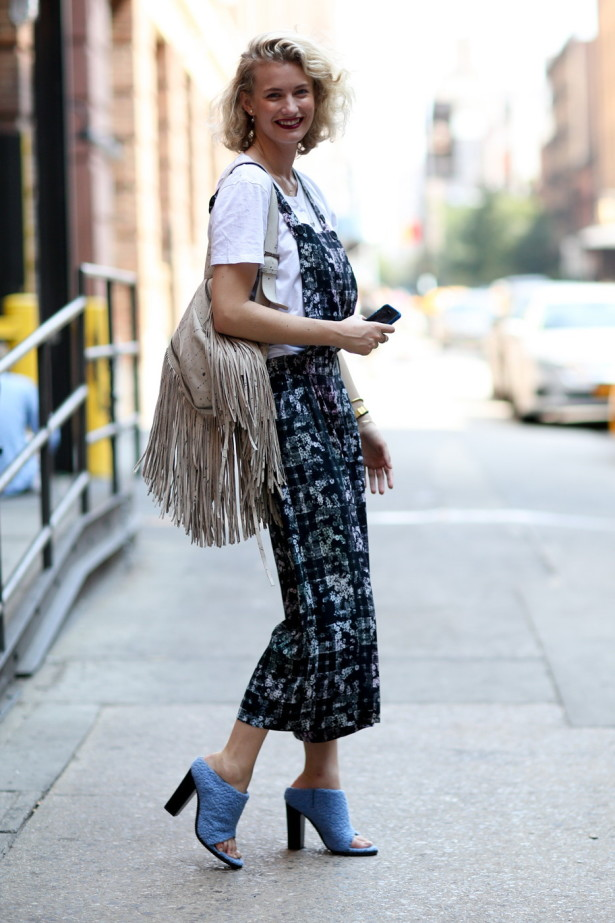 long-slip-dresses-combined-with-artistic-navy-printing-floral-slip-dresses-worn-over-t-shirt-and-lovely-blue-knit-shoes-and-cream-fringe-bag-615x923