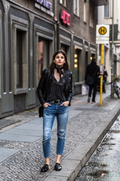 the-fashion-fraction-outfit-inspiration-berlin-trip-jeans-outfit-ideas-gucci-princetown-fur-trimmed-slippers-valentino-rockstud-bag-swiss-fashion-blogger-schweizer-mode-blog-bloggerin-1