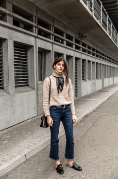 the-fashion-fraction-spring-outfit-beige-knit-sweater-best-swiss-fashion-blog-schweizer-mode-blogger-style-inspiration-gucci-princetown-slippers-louis-vuitton-baby-alma-fringed-hem-pants-1